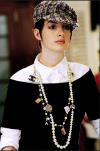White_blouse_on_Andrea_Sachs_(Anne_Hathaway)_in_'The_Devil_Wears_Prada'