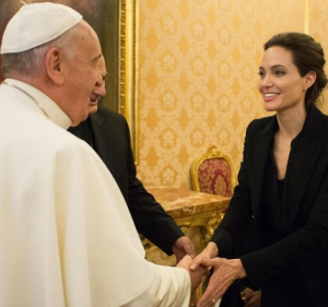 Angelina_Jolie_meets_Pope_Francis
