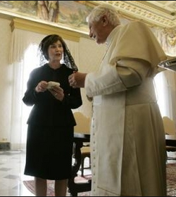 First_Lady_Laura_Bush_meets_Pope_Benedict_XVI_via_@chinadaily.com.cn