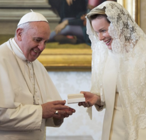 Queen_Mathilde_of_Belgium_with_Pope_Francis