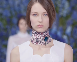 Dior_chocker_over_a_scarf_ss2016